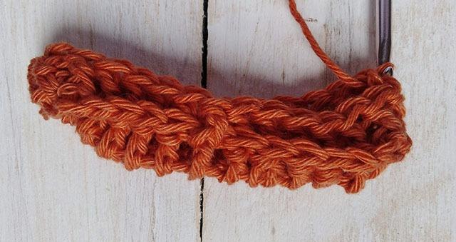 Free Crochet Pattern Leaf Soap Saver - Row. 2