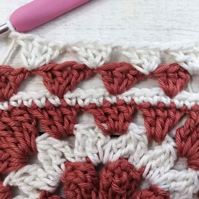 Crochet Granny Square Scraf Trim row 2 with Moara Crochet