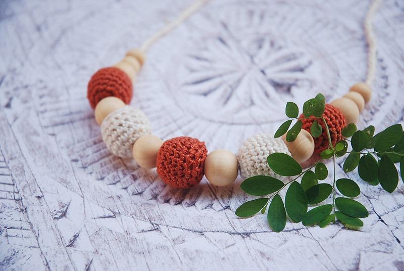 DIY Crochet Nursing Necklace with Moara Crochet