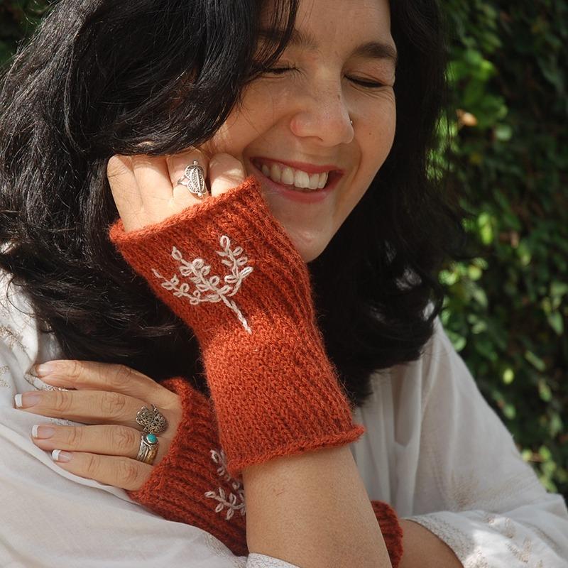 Crochet Fingerless Gloves for beginners - Free Pattern - Moara Crochet