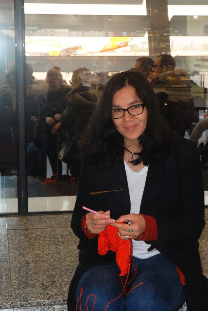 Can you crochet on an plane - blog Moara Crochet (2)
