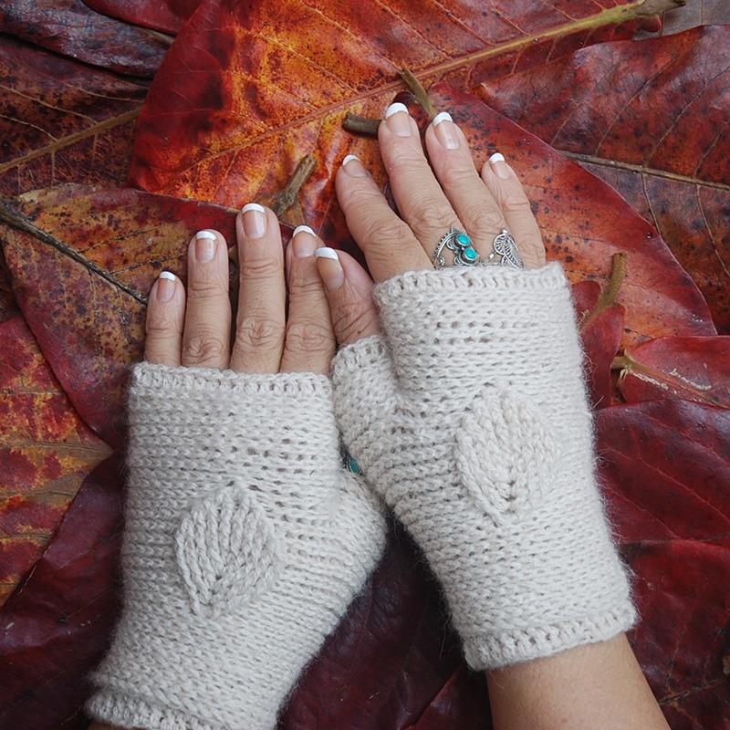 Crochet with Lamana Yarns - Leaf gloves Moara Crochet