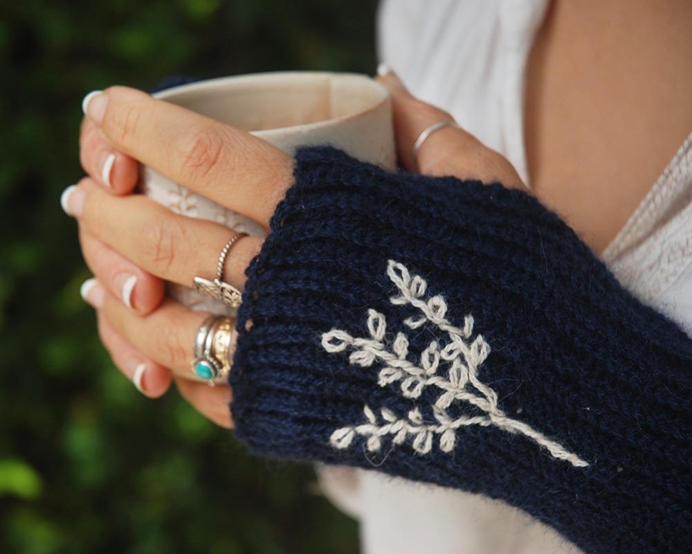 Crochet with Lamana Yarns Free Crochet Fingerless Mitten Pattern - Moara Crochet
