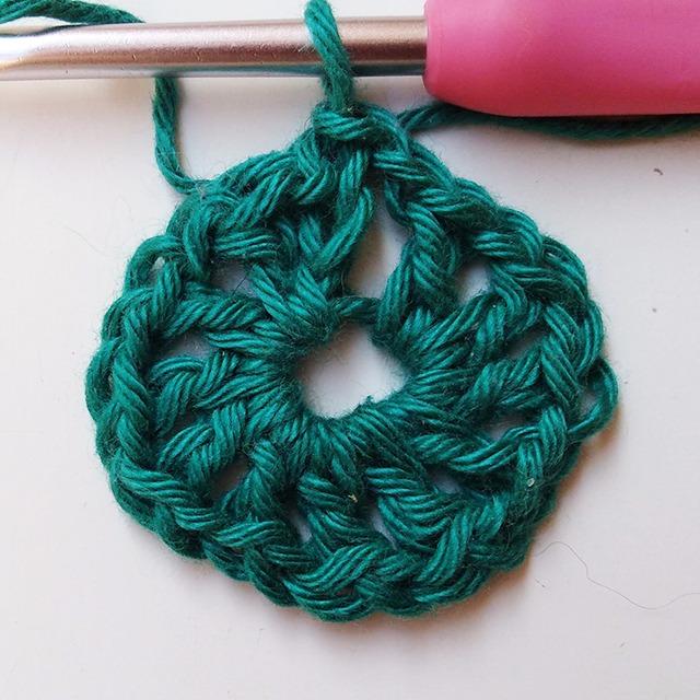 Crochet Pincushion - Row 1- Moara Crochet